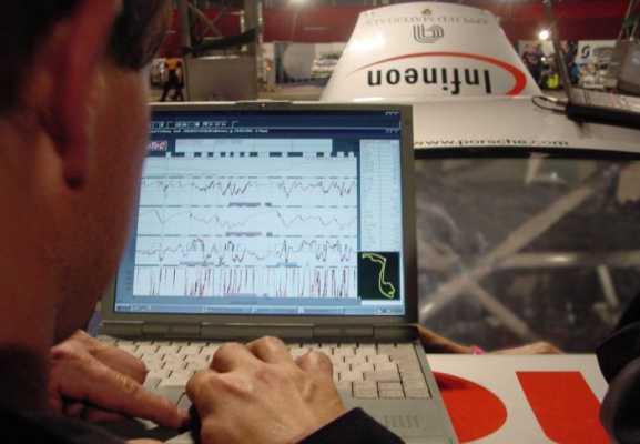 Infineon ist Offizieller Lieferant des Scuderia Ferrari Marlboro Formel 1 Teams. Ingenieure von Infineon werden mit Ferrari in den Bereichen der elektronischen Motorsteuerung, Telemetrie, elektronischen Stromversogung, Sensorik und Hochgeschwindigkeitsmessung zusammen arbeiten.